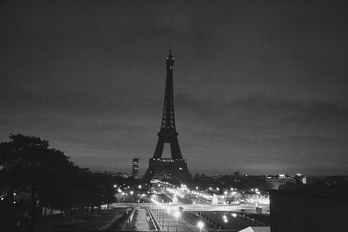 eiffel-tower-tumblr-black-and-white-ssbv1xv5